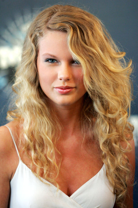 54bbfb14e40ba_-_hbz-taylor-swift-hair-2006-2