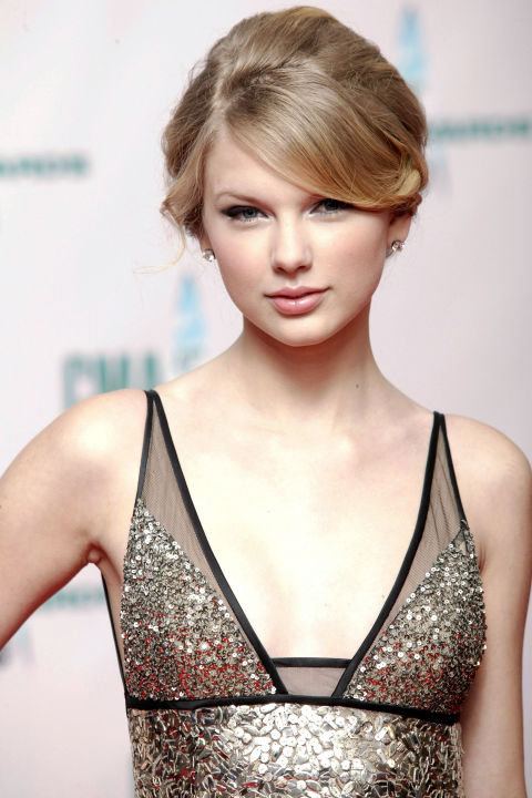 54bbfb16940b1_-_hbz-taylor-swift-hair-2008