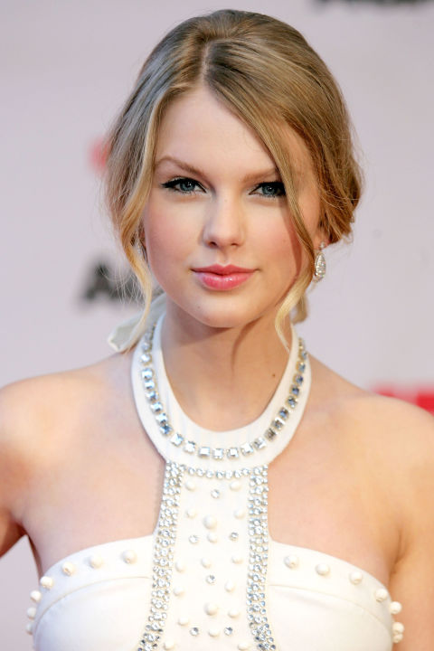 54bbfb19b4a27_-_hbz-taylor-swift-hair-2009