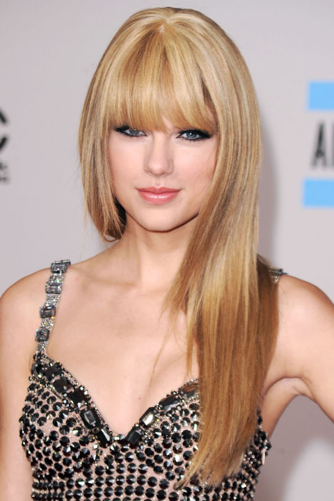 54bbfb1ada5f4_-_hbz-taylor-swift-hair-2010-3