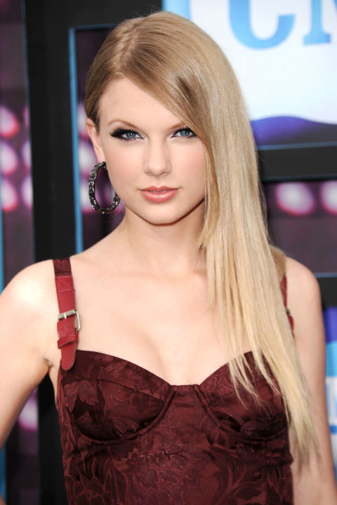 54bbfb1b72cb0_-_hbz-taylor-swift-hair-2010