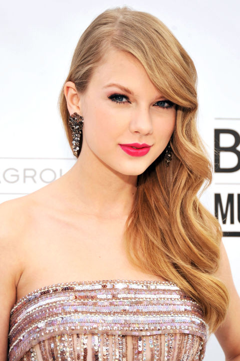 54bbfb1c02e1a_-_hbz-taylor-swift-hair-2011-2