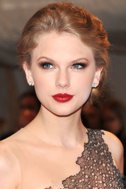 54bbfb1e68720_-_hbz-taylor-swift-hair-2011