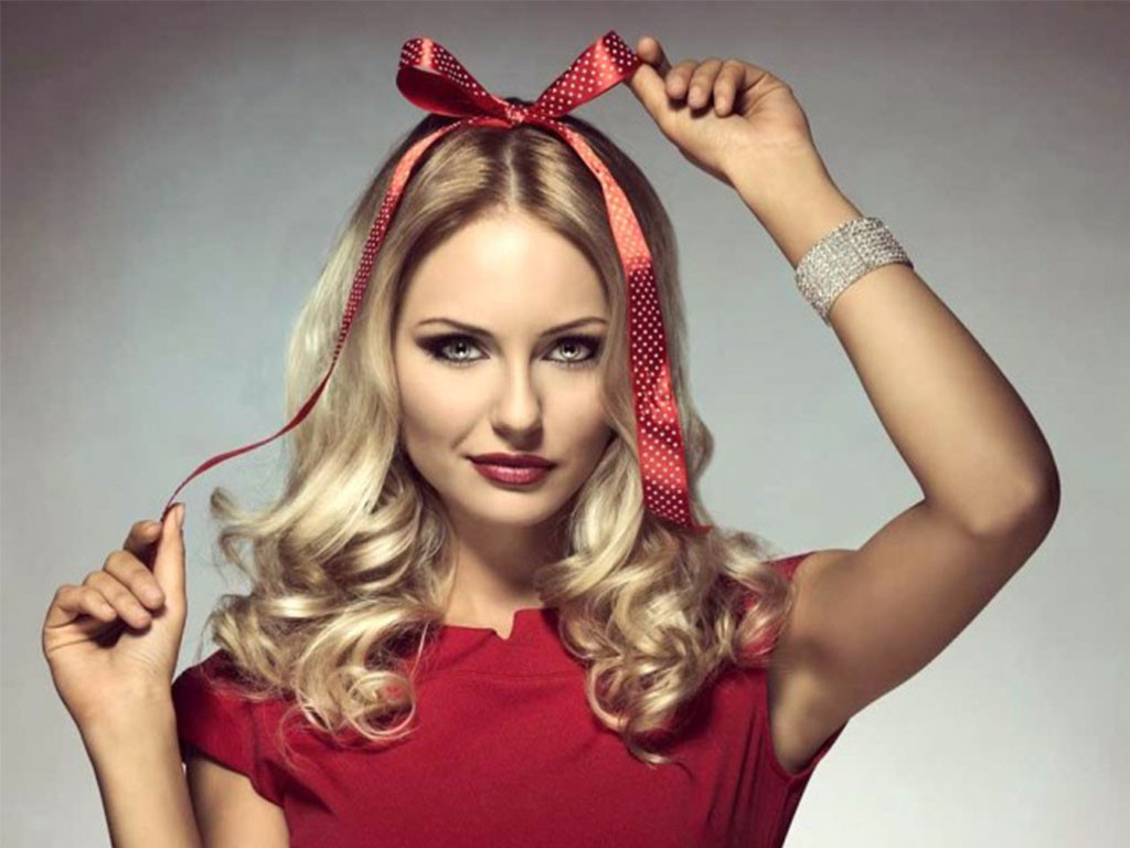 11 Super Fun and Cute Christmas Hairstyles