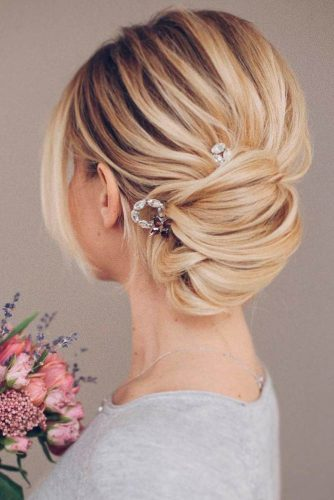 incredibly-cool-hairstyles-for-thin-hair-blonde-messy-updo-accessories-334x500